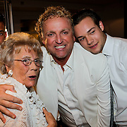 NLD/Amsterdam/20100522 - Concert Toppers 2010, Gordon Heuckeroth en partner Raoul van der Heijden met zijn moeder Mary