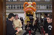 Shanghai Tang opening. Sloane St. 11 April 2001. © Copyright Photograph by Dafydd Jones 66 Stockwell Park Rd. London SW9 0DA Tel 020 7733 0108 www.dafjones.com