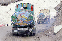 Lowari pass (3200m altitude), Road between Chitral and Peshawar, Petrol truck, Khyber Pakhtunkhwa, Pakistan // Pakistan, Khyber Pakhtunkhwa, camion citerne au col de Lowari a 3200 de altitude, entre Chitral et Peshawar