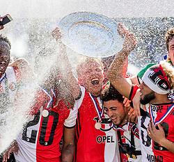 14-05-2017 NED: Kampioenswedstrijd Feyenoord - Heracles Almelo, Rotterdam<br /> In een uitverkochte Kuip pakt Feyenoord met een 3-1 overwinning het landskampioenschap / Dirk Kuyt #7 ontvangt de schaal en spelers vieren het kampioenschap
