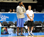 DESCRIZIONE : Equipe de France Homme Euro Lituanie France Entrainement<br /> GIOCATORE : Turiaf Ronny Commeres Jacky<br /> SQUADRA : France Homme <br /> EVENTO : Euro Lituanie 2011<br /> GARA : <br /> DATA : 30/08/2011<br /> CATEGORIA : Basketball France Homme<br /> SPORT : Basketball<br /> AUTORE : JF Molliere FFBB<br /> Galleria : France Basket 2010-2011 Reportage<br /> Fotonotizia : Equipe de France Homme Euro Lituanie France a Siauliai Entrainement<br /> Predefinita :