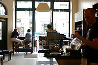 21 AUG 2002, BERLIN/GERMANY:<br /> Filiale von Einstein Kaffee, Friedrichstrasse<br /> IMAGE: urban20020821-02-018<br /> KEYWORDS: Caffee-Bar, Kaffee, Cafe, Logo