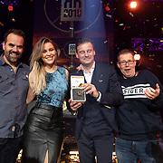 NLD/Hilversum/20200130 - Uitreiking De Gouden RadioRing 2020, Veronica Inside met Winfred Genee, Celine Huijsman, Rick Romijn en Niels van Baarlen met de Gouden RadioRing