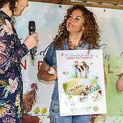 NLD/Hilversum/20190425 - Presentatie 3e editie Boerderij voorleesboeken, Katja Schuurman krijgt een award