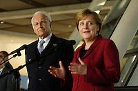 05 OCT 2005, BERLIN/GERMANY:<br /> Edmund Stoiber (L), CSU, Ministerpraesident Bayern, und Angela Merkel (R), CDU Bundesvorsitzende, waehrend einer Pressekonferenz, nach den Sondierungsgespraechen mit der SPD ueber die Bildung einer Koalitionsregierung, Fraktionsebene, Reichstagsgebaeude, Deutscher Bundestag<br /> IMAGE: 20051005-02-019<br /> KEYWORDS: Sondierungsgespräch, Koalitionsverhandlungen