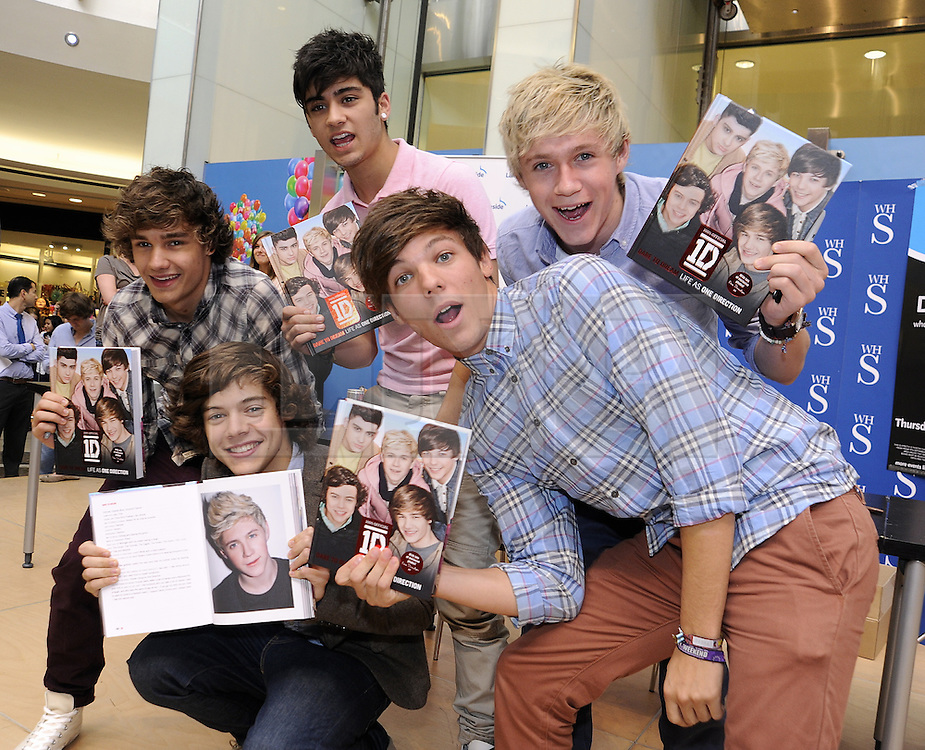 """© Licensed to London News Pictures. 15/09/2011.Lakeside,Essex, UK.One Direction at Lakeside,Essex to sign copies of their new book """"Dare to Dream"""".  Liam, Harry, Zayn, Louis and Niall showed off the new book at   Lakeside's Central Atrium today (15.09.2011).Photo credit : Grant Falvey/LNP"""