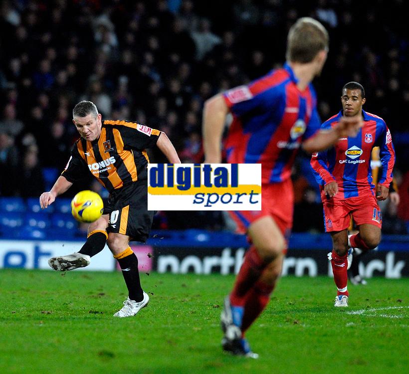 Photo: Alan Crowhurst.<br />Crystal Palace v Hull City. Coca Cola Championship. 20/01/2007. Hull's Dean Windass (L) plays a through ball.