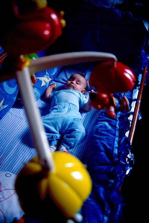 Belo Horizonte_MG, Brasil...Bebe dormindo em no berco...A baby sleeping in the crib...FOTO: LEO DRUMOND / NITRO