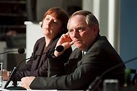 """11 JAN 2000, BERLIN/GERMANY:<br /> Wolfgang Schäuble, CDU Vorsitzender, während der Pressekonferenz """"100.000-Mark-Spende des Waffenhändlers Schreiber"""", im Hintergrund: Angela Merkel, CDU Generalsekretärin, CDU Bundesgeschäftsstelle<br /> IMAGE: 20000111-01/02-13<br /> KEYWORDS: Wolfgang Schaeuble"""