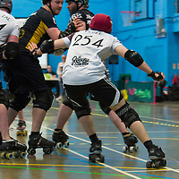 Tyne and Fear Roller Derby take on Southern Discomfort Mild Discomfort in the Tier 1 British Champs at Salford University Sports Center, 2018-05-05