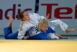 26-05-2006 JUDO: EUROPEES KAMPIOENSCHAP: TAMPERE FINLAND<br /> Alina Alexandra Dumitru (ROM) pakt de gouden medaille<br /> ©2006-WWW.FOTOHOOGENDOORN.NL