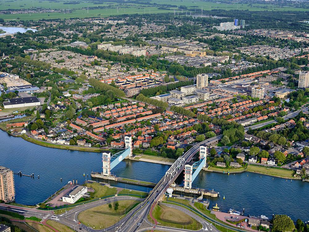 Nederland, Zuid-Holland, Capelle aan den IJssel, 14-09-2019; Algerakering, ook Stormvloedkering Hollandse IJssel, het eerste van de Deltawerken. Gebouwd na de watersnoodramp in 1953. Beschermd het achterland tegen overstromingen als er hoog water is. Gelegen op grenss met Krimpen aan de IJssel.<br /> Algera barrier, also Storm surge barrier Hollandse IJssel, the first of the Delta Works. Built after the flood disaster in 1953. Protects the hinterland against flooding when there is high water.<br /> luchtfoto (toeslag op standard tarieven);<br /> aerial photo (additional fee required);<br /> copyright foto/photo Siebe Swart