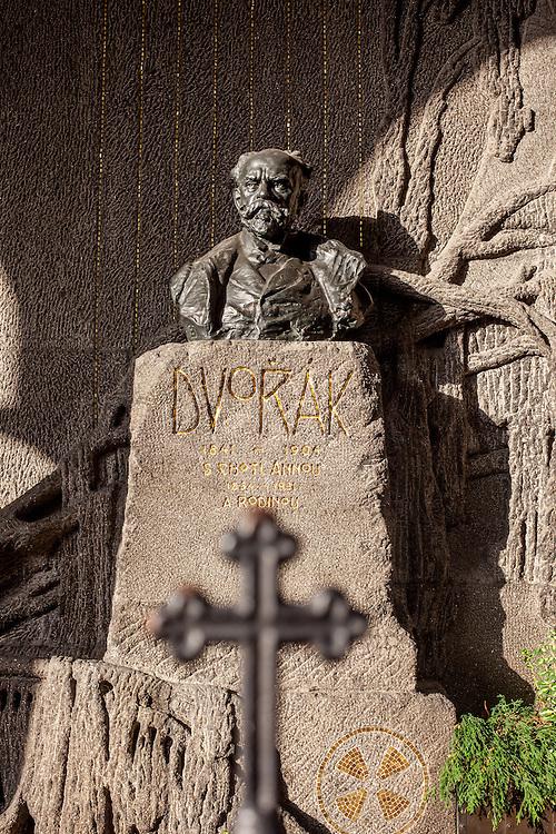 Das Grab von A. Dvorak auf dem Firedhof Vysherad.