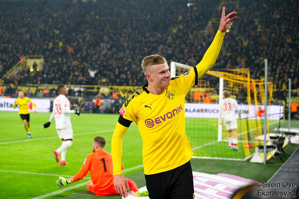 Bundesliga 2020: Borussia Dortmund - 1. FC Köln (5-1). Borussia Dortmunds Erling Braut Haaland feirer sin 5-1 scoring i bundesligakampen i fotball mellom Borussia Dortmund og 1. FC Köln på Signal Iduna Park.