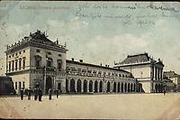 Zagreb : Državni kolodvor. <br /> <br /> ImpresumS. l. : S. M. Z., 1921.<br /> Materijalni opis1 razglednica : tisak ; 9 x 13,9 cm.<br /> Vrstavizualna građa • razglednice<br /> ZbirkaZbirka razglednica • Grafička zbirka NSK<br /> Formatimage/jpeg<br /> PredmetZagreb –– Trg kralja Tomislava<br /> SignaturaRZG-TOM-35<br /> Obuhvat(vremenski)20. stoljeće<br /> NapomenaRazglednica je putovala. • S. M. Z. vjerojatno S. Marković Zagreb.<br /> PravaJavno dobro<br /> Identifikatori000953641<br /> NBN.HRNBN: urn:nbn:hr:238:066298 <br /> <br /> Izvor: Digitalne zbirke Nacionalne i sveučilišne knjižnice u Zagrebu