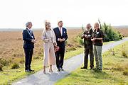 Koning Willem Alexander en Koningin Maxima brengen een streekbezoek aan Zuidwest‐Drenthe. // King Willem Alexander and Queen Maxima pay a regional visit to Southwest Drenthe.<br /> <br /> op de foto:  Koning en Koningin poseren op het Dwingelderveld is het grootste natte heidegebied van West‐Europa. ////  King and Queen posing on the Dwingelderveld is the largest wet heathland in Western Europe.