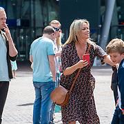 NLD/Amsterdam/20190602 - Familiepremière Huisdiergeheimen 2, Bridget Maasland en zoon Mees