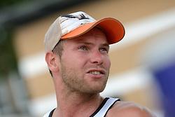 16-07-2014 NED: FIVB Grand Slam Beach Volleybal, Apeldoorn<br /> Poule fase groep A mannen - Stefan Windscheif (2) GER