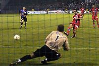 Fotball<br /> Frankrike 2004/05<br /> Istres v Paris Saint Germain<br /> 11. september 2004<br /> Foto: Digitalsport<br /> NORWAY ONLY<br /> PENALTY PAULETA (PSG) / LAURENT WEBER (IST)