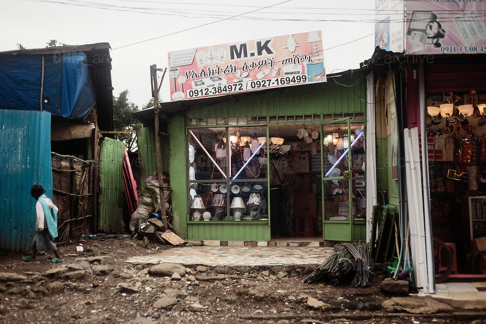 Attività commercialI nella zona di Canchis, Addis Ababa 12 settembre 2014.  Christian Mantuano / OneShot <br /> <br /> A shop in the slum in Canchis, Addis Ababa September 12, 2014.