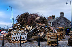 Final preparations being made to the Biggar hogmanay bonfire ahead of it being lit at 9.30 pm on hogmanay.  This is likely the biggest new year bonfire anywhere in the UK and continues a tradition going back hundreds of years.<br /> <br /> (c) Andrew Wilson   Edinburgh Elite media