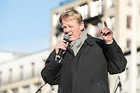 29 NOV 2019, BERLIN/GERMANY:<br /> Reiner Hoffmann, Vorsitzender des Deutschen Gewerkschaftsbundes, DGB, haelt eine Rede, Fridays for Future Demonstration fuer mehr Klimaschutz, vor dem Brandenburger Tor<br /> IMAGE: 20191129-01-027<br /> KEYWORDS: Streik, Klima, Demo