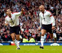 Fotball<br /> Foto: SBI/Digitalsport<br /> NORWAY ONLY<br /> <br /> England v Wales<br /> 09.10.2004<br /> <br /> England's David Beckham (R) celebrates after scoring, with fellow goalscorer Frank Lampard