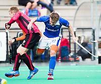 ROTTERDAM -  Mink van der Weerden (Oranje-Rood) met Constantijn Jonker (Kampong)    tijdens de wedstrijd om de derde plaats , Kampong- Oranje Rood , bij de ABN AMRO cup. COPYRIGHT KOEN SUYK