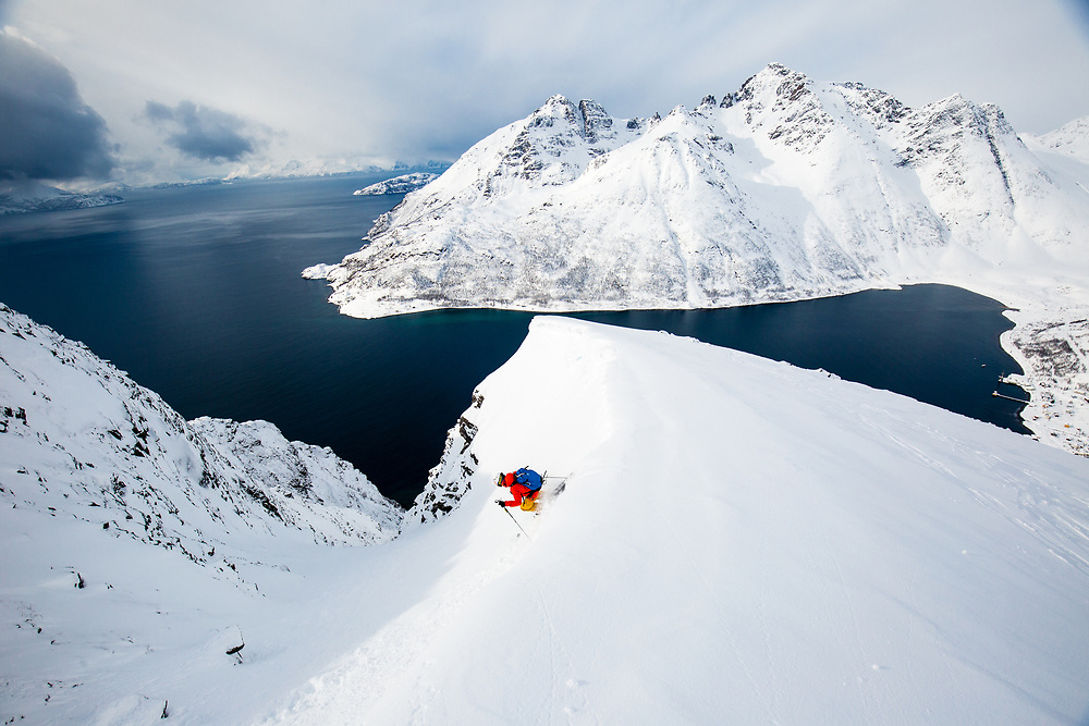 Perfect couloir straight to the sea at Reinfjorden in Norway