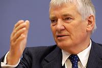 12 JAN 2005, BERLIN/GERMANY:<br /> Otto Schily, SPD, Bundesinnenminister, waehrend einer Pressekonferenz zum Luftsicherheitsgesetz, Bundespressekonferenz<br /> IMAGE: 20050112-01-009<br /> KEYWORDS: BPK