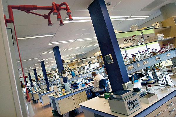 Nederland, Nijmegen, 18-5-2010 Laboratorium in het nijmegen center of molecular life sciences, onderdeel van het universitair medisch centrum Radboud.  Foto: Flip Franssen