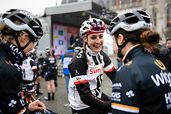 Lucinda Brand (NED) chats with rivals before Driedaagse Brugge - De Panne 2018 - a 151.7 km road race from Brugge to De Panne on March 22, 2018. Photo by Sean Robinson/Velofocus.com