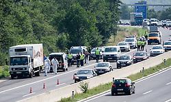 27.08.2015, Autobahn A4, Burgenland, AUT, Mindestens 70 tote Flüchtlinge in Lkw auf A4 in Burgenland, im Bild Kühl- LKW in einer Pannenbucht // at least 70 dead refugees in truck at freeway A4 in Burgenland on 2015/08/27, EXPA Pictures © 2015, PhotoCredit: EXPA/ Michael Gruber