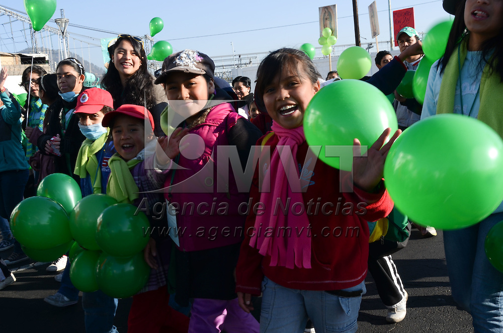 Toluca, México.- Más de 30 mil  misioneros católicos  provenientes de toda la república mexicana que asistieron  al XVI Congreso Nacional de la Infancia Misionera (CONIAM), realizaron un marcha pacífica con cantos y alabanzas, caminando sobre distintas calles y avenidas de la capital mexiquense. Agencia MVT / Arturo Hernández S.