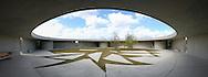 Deutschland, DEU, Berlin, 2002: Innenhof eines Hundehauses; Blickwinkel 204 Grad. Das Berliner Tierheim ist das groesste und modernste auf der Welt. | Germany, DEU, Berlin, 2002: Inner courtyard of a dog house, angle of view 204°. World's biggest and most modern animal shelter in Berlin. |