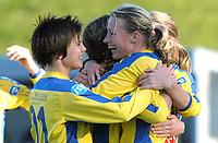 Fotball kvinner Toppserien 08.10.05<br /> Trondheims-Ørn - Fløya 4-0<br /> Jubel for scoring til 1-0 ved Heidi Perdersen<br /> Foto: Carl-Erik Eriksson, Digitalsport