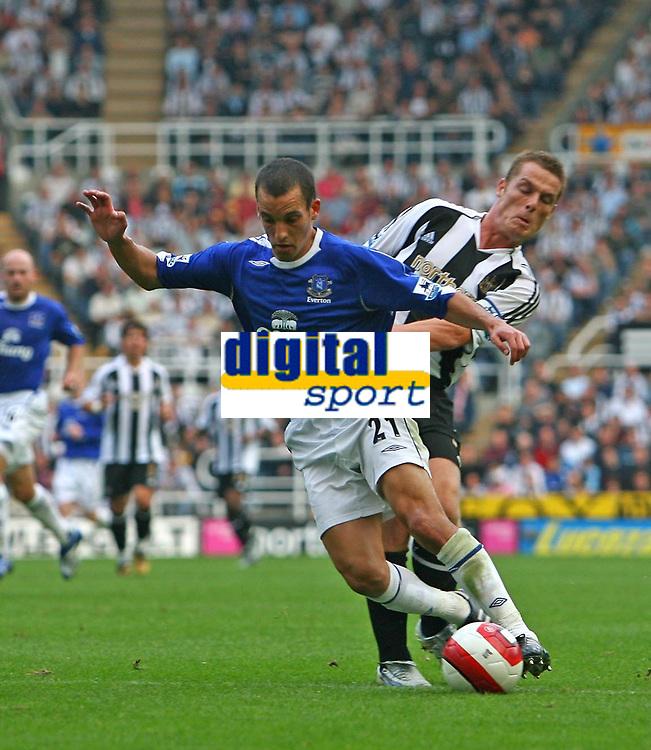 Photo: Andrew Unwin.<br /> Newcastle United v Everton. The Barclays Premiership. 24/09/2006.<br /> Newcastle's Scott Parker (R) looks to tackle Everton's Leon Osman (L).