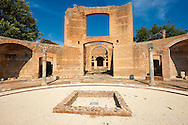 The Tre Esedre Banquet Hall of Hadrian's Villa ( Villa Adriana ) built during the second and third decades of the 2nd century AD, Tivoli, Italy. A UNESCO World Heritage Site. .<br /> <br /> If you prefer to buy from our ALAMY PHOTO LIBRARY  Collection visit : https://www.alamy.com/portfolio/paul-williams-funkystock/hadrians-villa-tivoli.html<br /> Visit our CLASSICAL WORLD HISTORIC SITES PHOTO COLLECTIONS for more photos to buy as buy as wall art prints https://funkystock.photoshelter.com/gallery-collection/Classical-Era-Historic-Sites-Archaeological-Sites-Pictures-Images/C0000g4bSGiDL9rw
