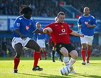 Fotball<br /> Premier League England 2004/2005<br /> Foto: BPI/Digitalsport<br /> NORWAY ONLY<br /> <br /> 30.10.2004<br /> Portsmouth v Manchester United<br /> <br /> Wayne Rooney of Man Utd (R) holds off Linvoy Primus