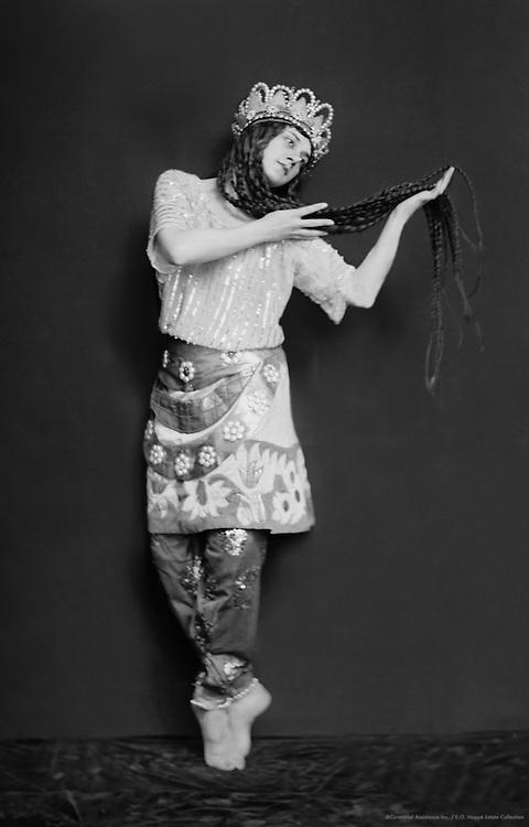 Tamara Karsavina as the Queen of Shamakhan in 'Le Coq d'Or', London, England, 1914