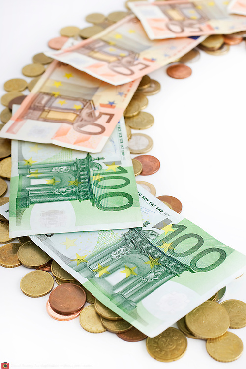 Nederland Barendrecht 29 maart 2009 20090329 Foto: David Rozing ..geldrolletjes van 1 euro munten .money , euro coints symbolisch, symbolische. stockbeeld, stockfoto, stock, studio opname, illustratie.Foto: David Rozing