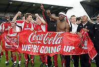 Photo: Rich Eaton.<br /> <br /> Oxford United v Leyton Orient. Coca Cola League 2. 06/05/2006.<br /> <br /> Leyton Orient players celebrate their promotion