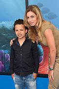 Premiere Disney Animatiefilm Finding Dory in Theater Amsterdam.<br /> <br /> Op de foto:  Christie Bokma met haar zoontje Davey