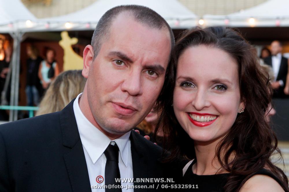 NLD/Utrecht/20110930 - NFF 2011 - Inloop Gouden Kalveren 2011, Jeroen van Koningsbrugge en partner Marie-Claire Witlox
