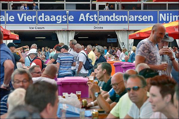 Nederland, Nijmegen, 20-7-2015 Inschrijving voor de vierdaagse. Op de Wedren schrijven lopers zich in voor de tocht die dinsdag begint.30, 40 en 50 km. 46.000 deelnemers hebben zich aangemeld. Ze krijgen een polsbandje met een barcode die de controle op het parcours makkelijker maakt. The International Four Day Marches Nijmegen, or Vierdaagse, is the largest marching event in the world. It is organized every year in Nijmegen mid-July as a means of promoting sport and exercise. Participants walk 30, 40 or 50 kilometers daily, and on completion, receive a royally approved medal, Vierdaagsekruisje. The participants are mostly civilians, but there are also a few thousand military participants. The maximum number of 45,000 registrations has been reached. More than a hundred countries have been represented in the Marches over the years. FOTO: FLIP FRANSSEN/ HOLLANDSE HOOGTE