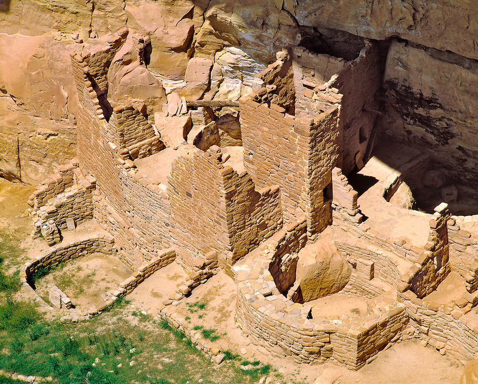 Cliff dwellings, such as Square Tower House in Mesa Verde NP, Colorado, were constructed in the classic Pueblo Period and are a World Heritage Site.