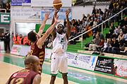DESCRIZIONE : Siena Lega A 2013-14 Montepaschi Siena Umana Venezia<br /> GIOCATORE : josh carter<br /> CATEGORIA : tiro tre punti <br /> SQUADRA : Montepaschi Siena<br /> EVENTO : Campionato Lega A 2013-2014<br /> GARA : Montepaschi Siena Umana Venezia<br /> DATA : 11/11/2013<br /> SPORT : Pallacanestro <br /> AUTORE : Agenzia Ciamillo-Castoria/GiulioCiamillo<br /> Galleria : Lega Basket A 2013-2014  <br /> Fotonotizia : Siena Lega A 2013-14 Montepaschi Siena Umana Venezia<br /> Predefinita :