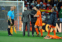 Soccer City Johannesburg Spain v Holland (1-0 aet) Match 64 World Cup Final  11/07/2010<br /> Holland coach Bert van Marwijk  and Mark van Bommel confront referee Howard Webb  after he made  controversial decisions and Spain win World Cup 2010<br /> Photo Roger Parker Fotosports International