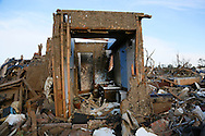 The bathroom is all that remains standing in a tornado-destroyed home in Moore, Oklahoma May 21, 2013. A massive tornado tore through a suburb of Oklahoma City, wiping out whole blocks and killing at least 24.   REUTERS/Rick Wilking (UNITED STATES)