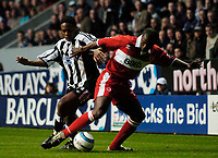 Photo. Andrew Unwin, Digitalsport<br /> Newcastle United v Middlesbrough, Barclays Premiership, St James' Park, Newcastle upon Tyne 27/04/2005.<br /> Middlesbrough's George Boateng (R) keeps Newcastle's Charles N'Zogbia at bay.